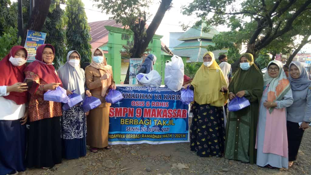 Keluarga Besar Smp Negeri 9 Makassar Berbagi Takjil Dijalan Matakita